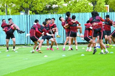 上港以赛代练备战新赛季 阿瑙:快要回上海了!
