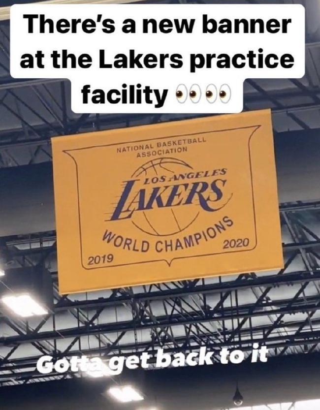 等不及!湖人已在训练馆挂上了本年的冠军旗帜