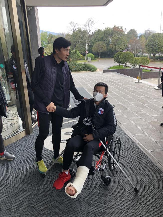 孙可启程前往德国进行治疗 邵佳一王晓龙提供帮助