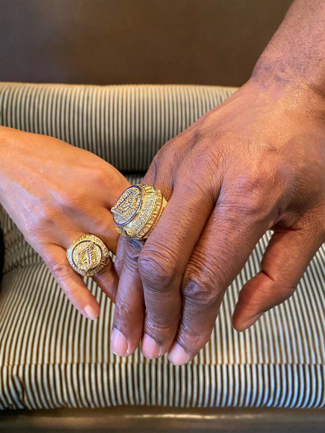 魔术师收到湖人送的冠军戒指!19年4月就已辞