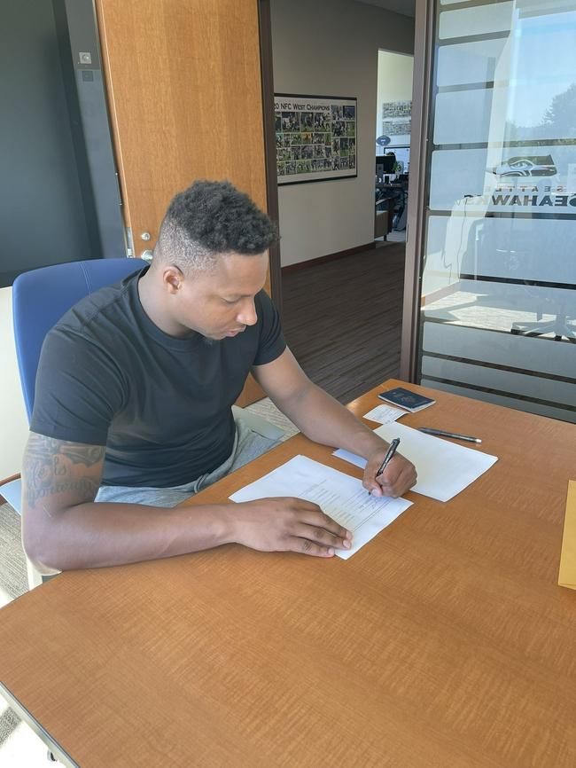 转型!开拓者弃将签约NFL 半个月前还打NBA夏联