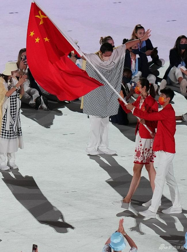 有心了!朱婷连扎头绳都是中国红 太帅气了|图