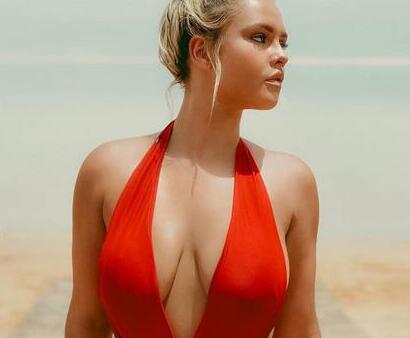 欧冠裸奔女竟为推广色情网站 这一跑进账300万镑