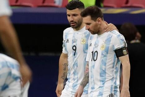 拉波尔塔:阿圭罗在劝梅西 盼他尽快同意续约