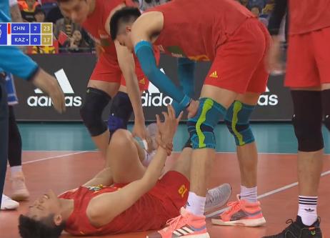 奥运资格赛中国男排3-0哈萨克 主二传詹国俊受伤