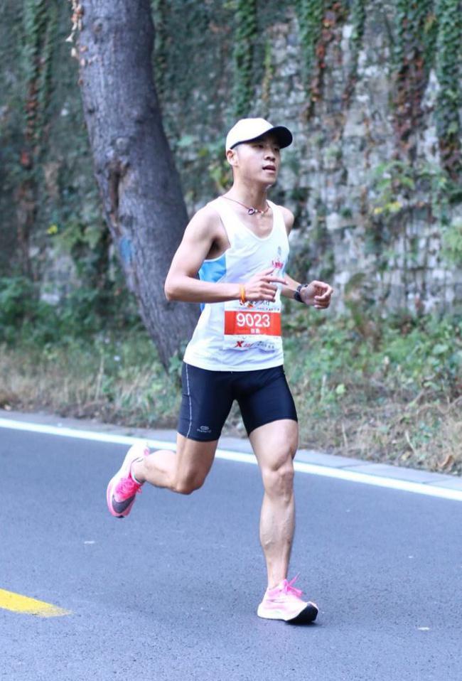 张鑫参加南京马拉松