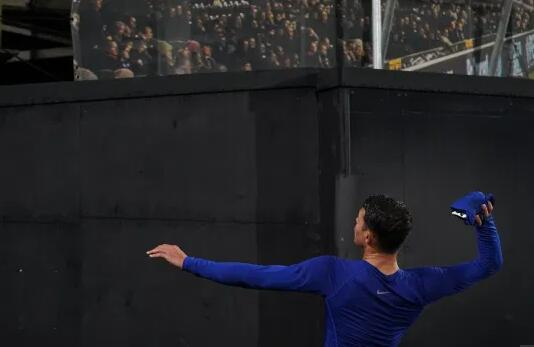 切尔西名将赛后扔球衣引风云 涉嫌违背防疫新规