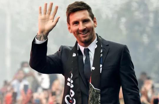 梅西回到巴塞罗那度周末 下周有望完成巴黎首秀