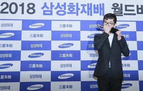 12月5日,在韩国京畿道高阳市举走的第二十三届三星杯世界围棋行家赛三番棋决赛中,中国棋手柯洁九段击败韩国棋手安国铉八段,获得冠军。新华社记者 王婧嫱 摄