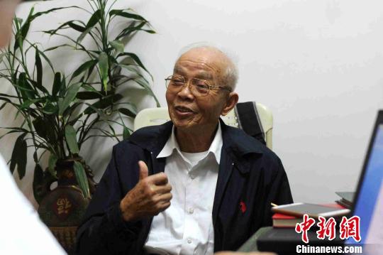 87岁的原福建漳州女排训练基地接待科科长顾化群回想往昔,他特别心痛女排姑娘们。