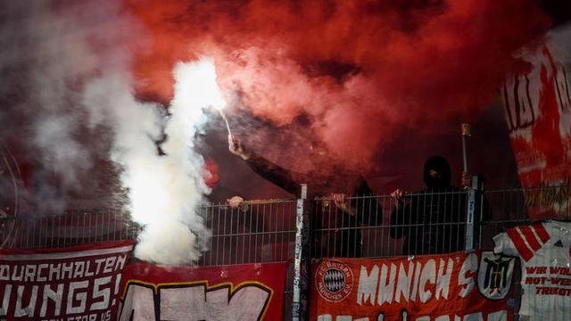球迷给俱乐部惹麻烦!因球迷放烟火拜仁遭罚5万
