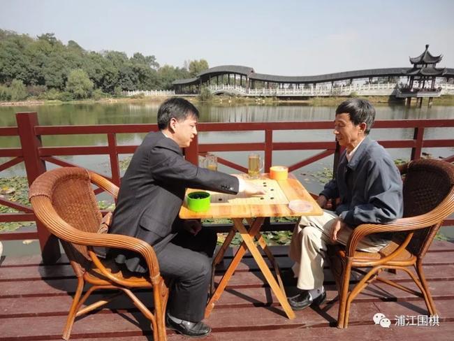 王汝南与何云波手谈