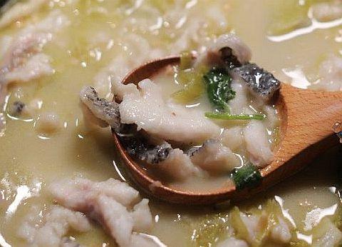 """九锅一堂""""能喝汤的酸菜鱼"""""""