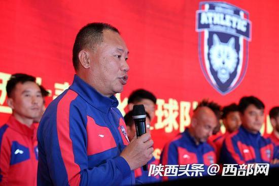 陕西长安竞技主教练张军被陕西球迷热情打动。