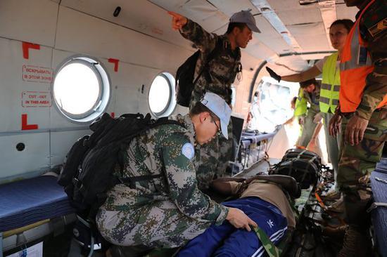 2019年2月21日,中国第九批赴南苏丹维和医疗分队紧急后送一名重症患者。