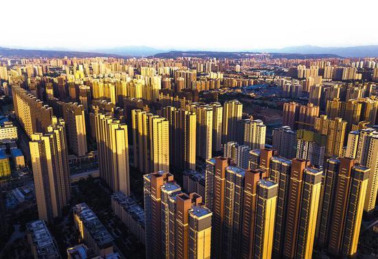 5月21日,记者用无人机拍摄的西安辛家庙一带。昔日的陕西重型机器厂厂区已不复存在,取而代之的是高楼大厦。