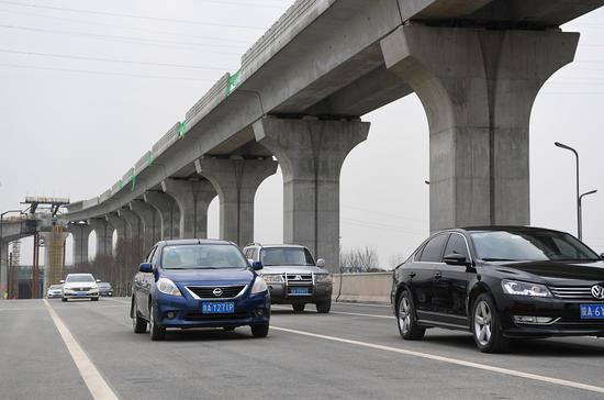 12月31日,秦皇大道能源金贸区文教园段顺利通车