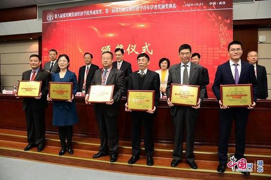 西安财经大学任保平教授荣获张培刚发展经济学优秀成果奖