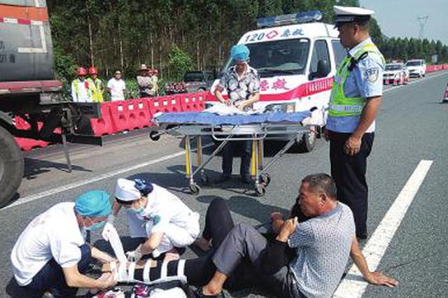西安男子骑共享单车上机场高速 酿连环车祸致2人死亡