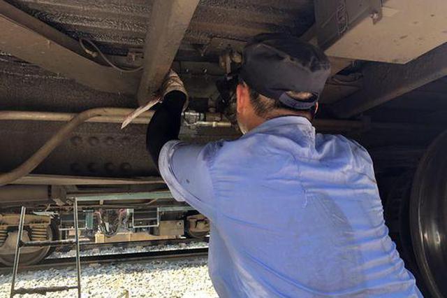 高温下的铁路人丨87℃!灌下一瓶藿香正气水 开工!