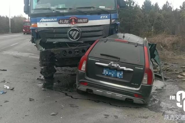 西安3名殉职民警车祸现场曝光:与一辆半挂车相撞