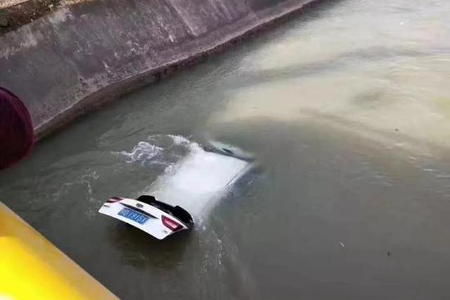 突发!咸阳一私家车翻入河里,一男一女失踪