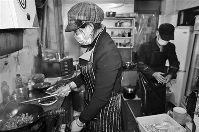 """西安有家""""最个性""""饭馆 客人买菜老板下厨做"""