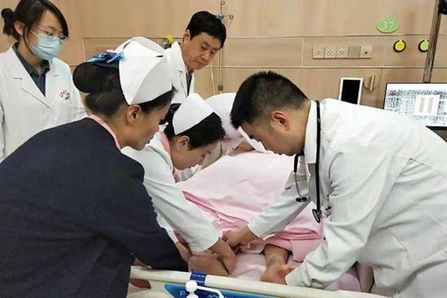 旅行中女子突发疾病被困泰国 西安医生跨境营救