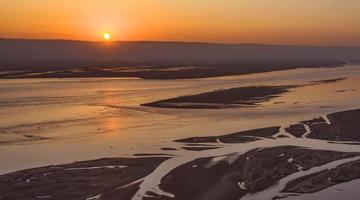 黄河日出 景色迷人