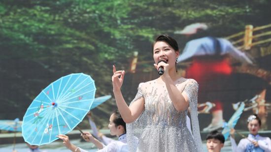 著名歌手、商洛市文化旅游推廣大使 李思宇