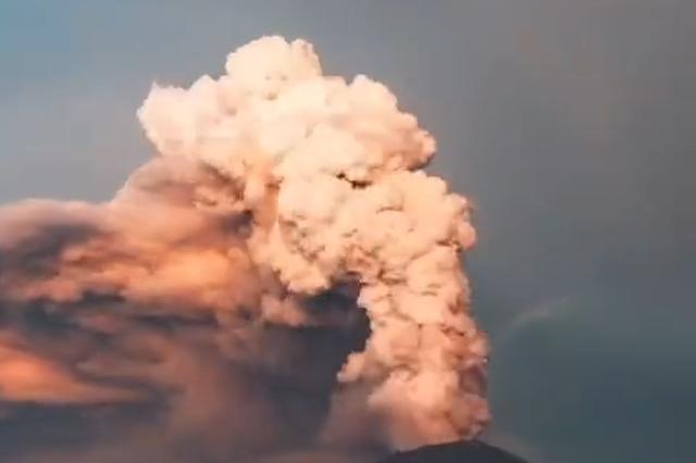 巴厘岛的阿贡火山 满满的自然力