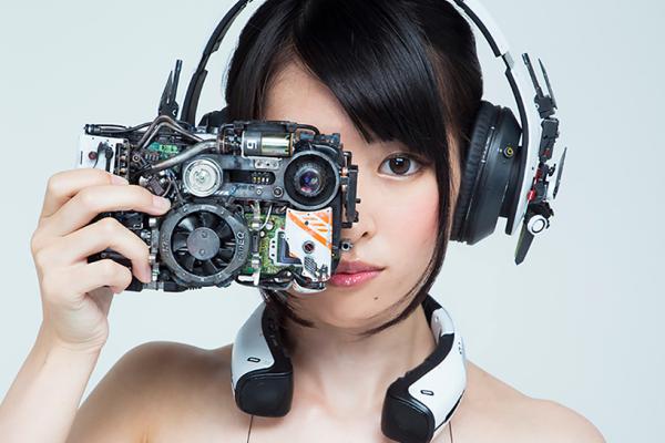 日本模型玩家设计超现实主义电子配饰