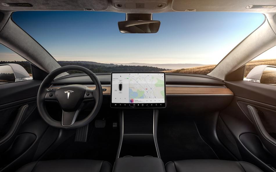 Model 3试驾体验:极简中控设计 空间令人意外