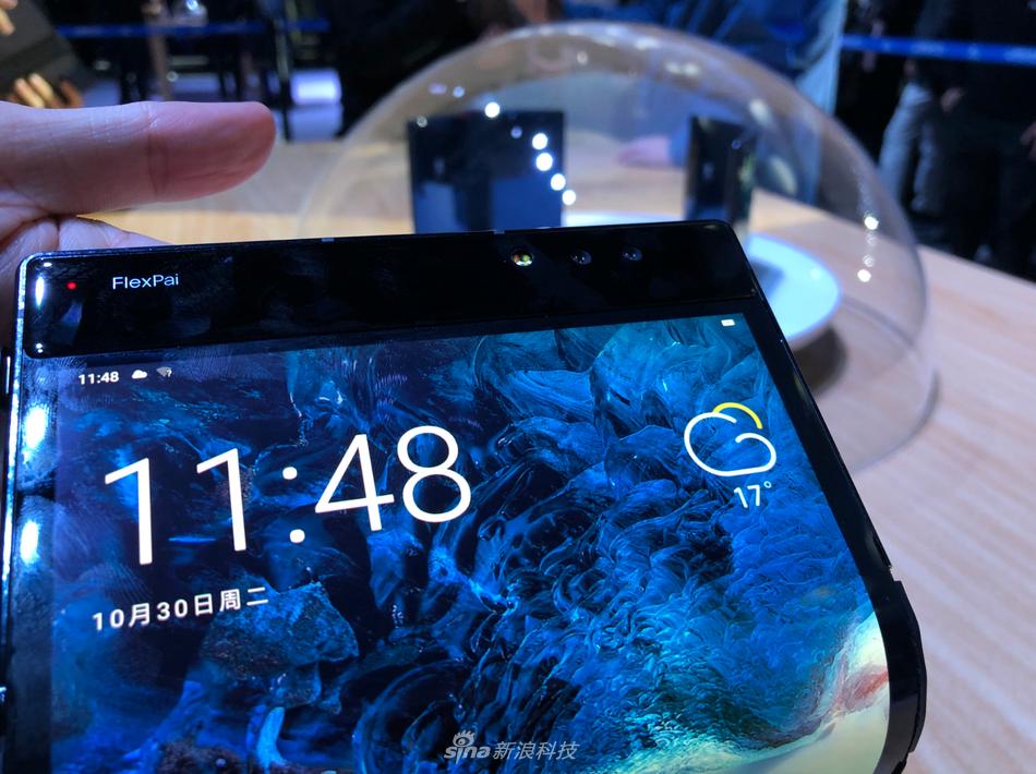 柔宇科技发布全球首款可折叠屏手机柔派:8999元起的照片 - 8