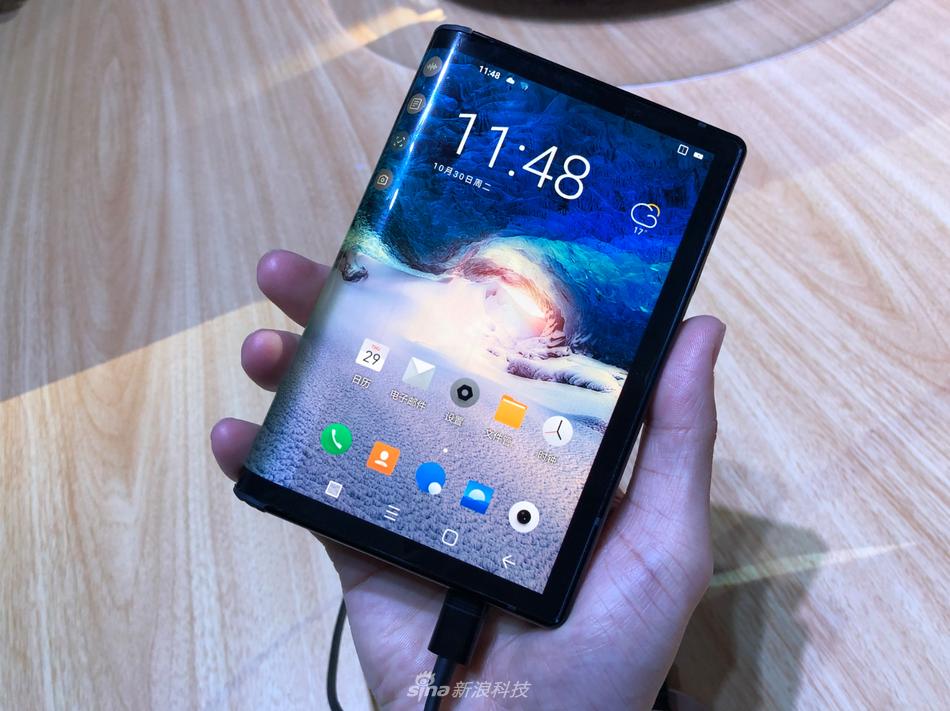 柔宇科技发布全球首款可折叠屏手机柔派:8999元起的照片 - 7
