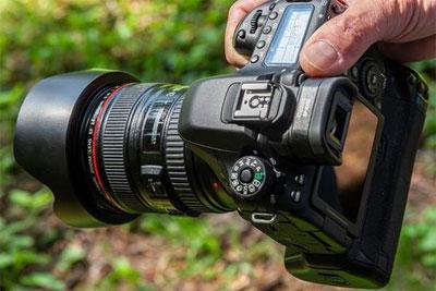 买个一万块钱的相机 到?#20540;没?#22810;少钱?