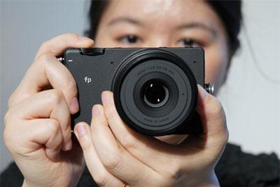 适马FP全画幅无反相机上手体验?#21644;?#22312;小巧,内心强大