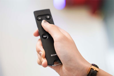便携小巧 索尼无线遥控器RMT-P1BT试用