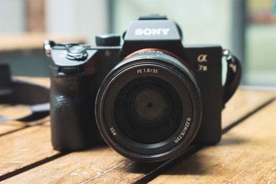 轻便小巧的挂机标头 索尼FE 35mm F1.8镜头评测