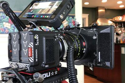 RED Komodo 6K摄影机开?#20339;?#26426;测试