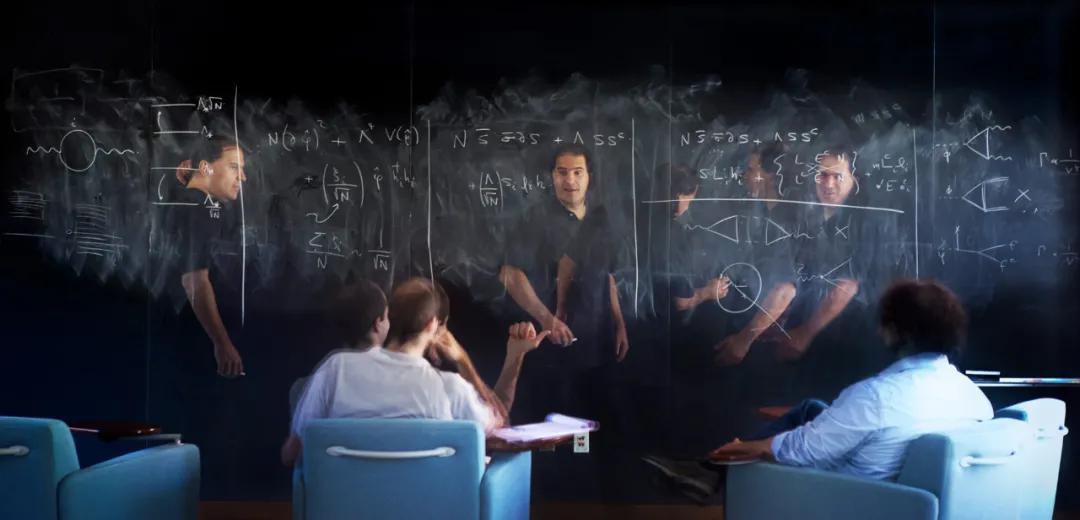 阿卡尼·哈默德正在研究粒子行为与几何对象之间的关系(图片来源:Quanta Magazine)