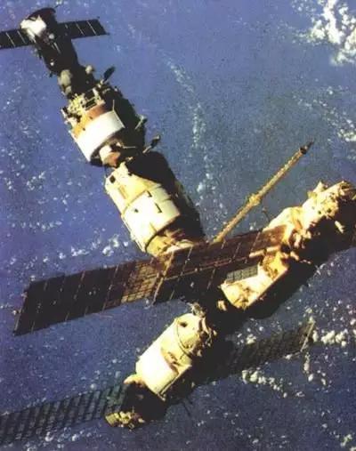 前苏联研制的和平号空间站(图片来源自新华网)