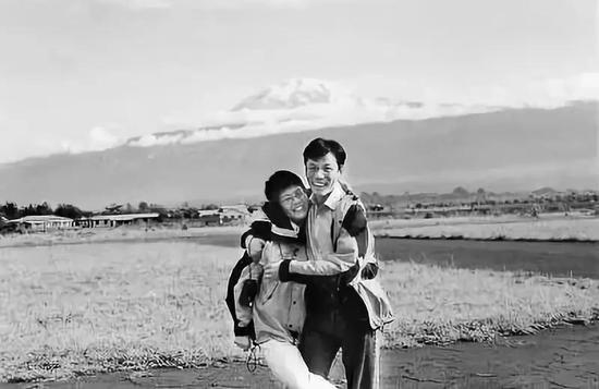 """早年俞渝在接受《人民日报》采访时说,嫁给李国庆是为了""""做柔软的幸福女人"""""""