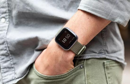 Fitbit Versa 2智能手表 標準版售價200美元