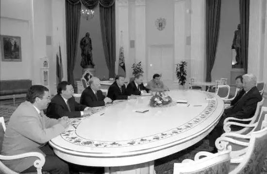 1997年俄总统叶利钦在克里姆林宫会见七寡头