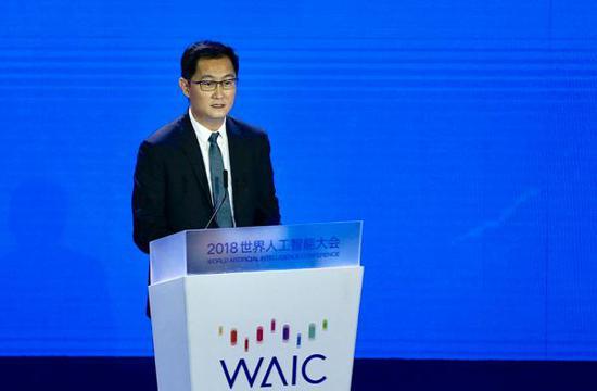 9月17日,腾讯董事会主席兼首席执行官马化腾在2018世界人工智能大会高峰论坛演讲。澎湃新闻记者 赵昀 图