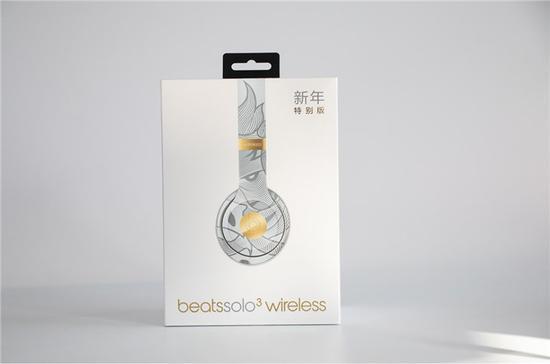 包装右侧,印着此次特别版设计主题:【野如我们】与【金猪花纹】。