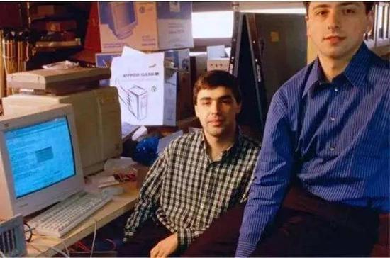 创业早期的佩奇(左)和布林(右)