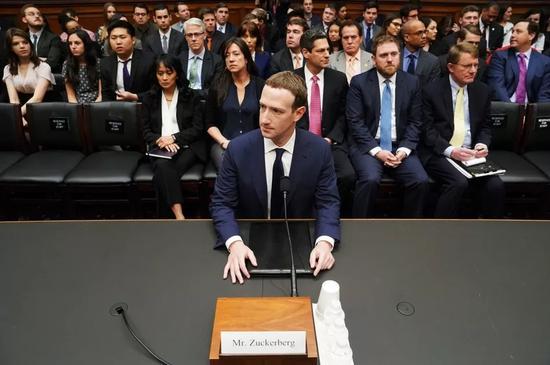 ▲扎克伯格出席国会听证会 应答数据泄露事件
