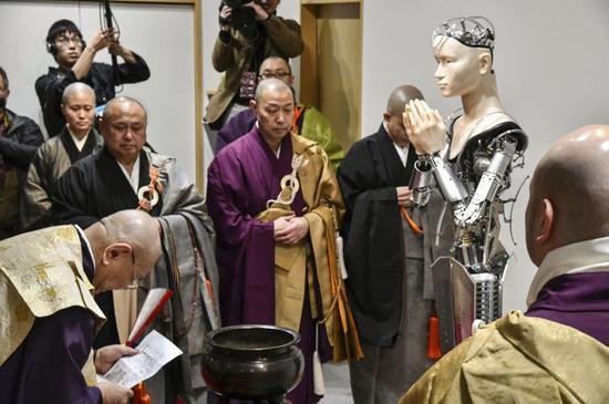 ▲日本京都高台寺的 AI 机器人观音 Mindar